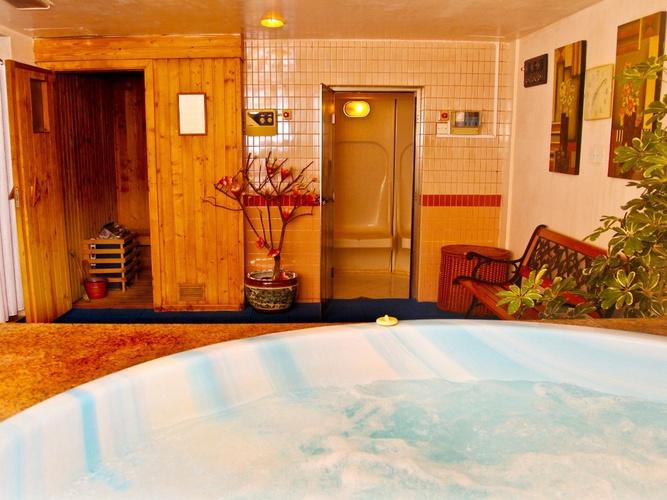 Jacuzzi arabian courtyard hotel & spa bur dubai