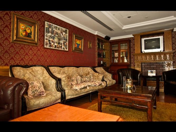 Bar ingles sherlock holmes arabian courtyard hotel & spa bur dubai